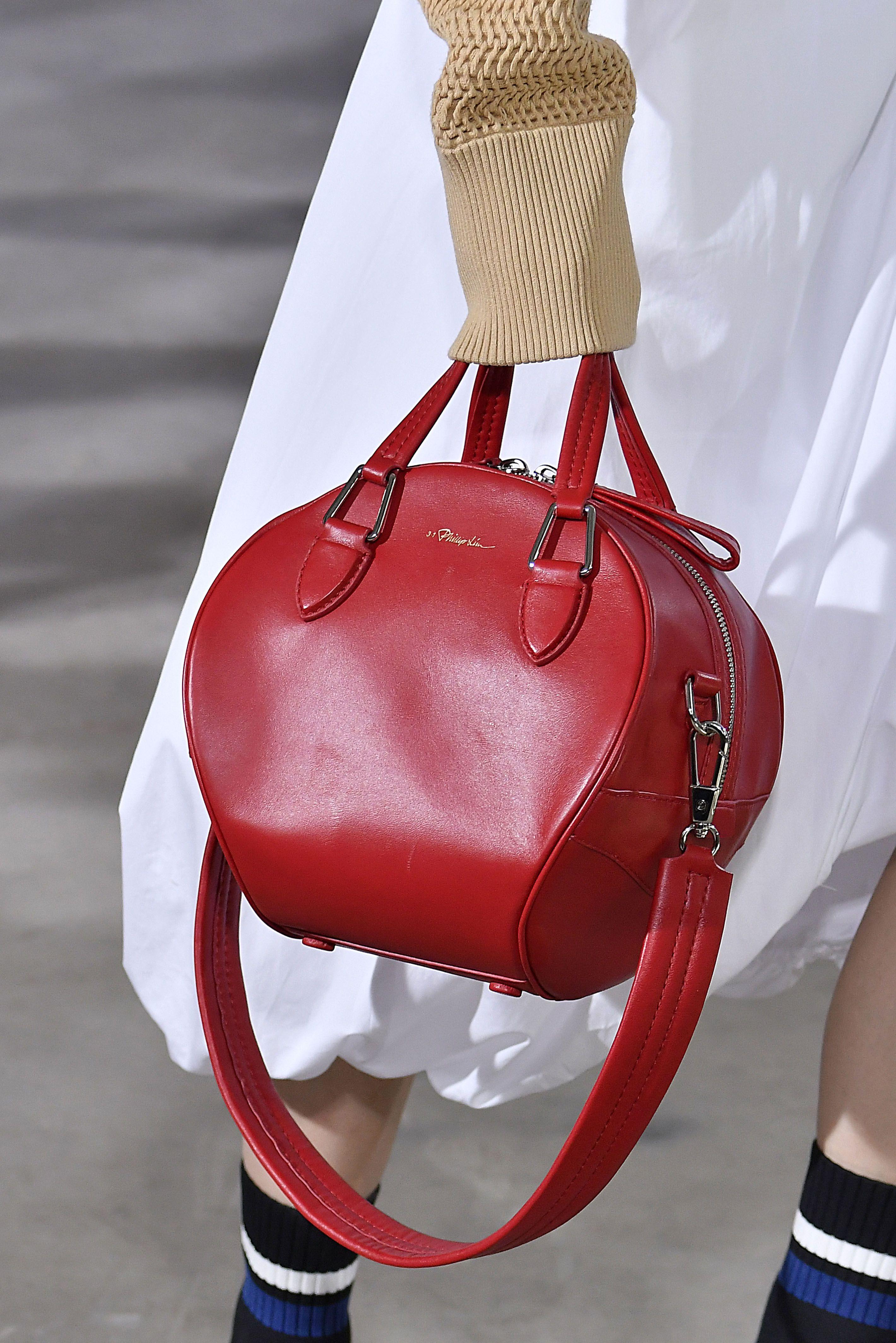 Бордовая сумка круглая