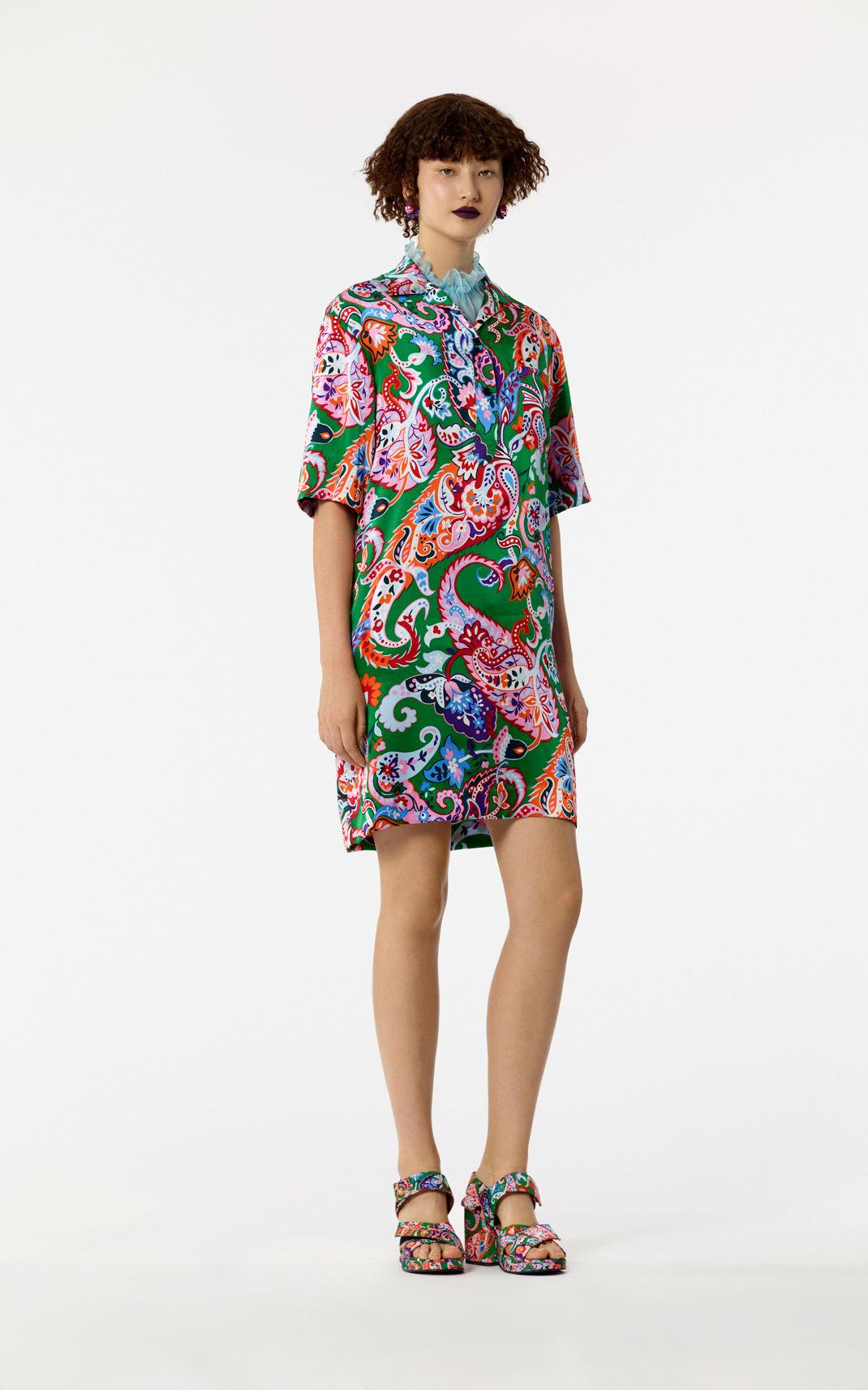 Шелковое платье с крупным рисунком
