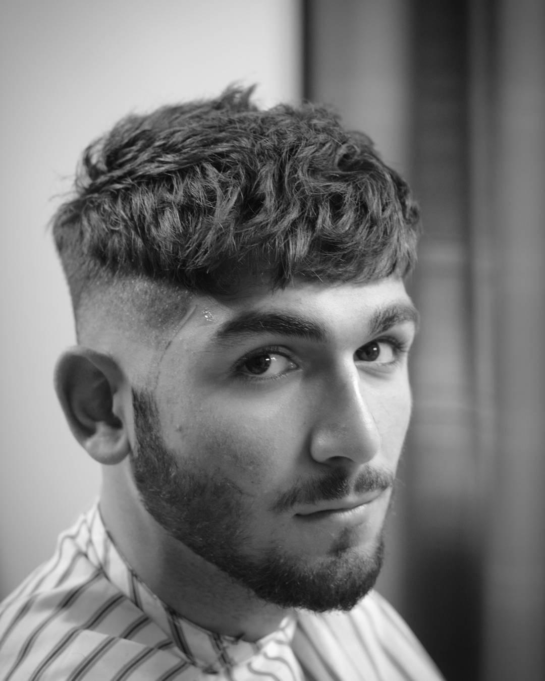 Мужская стрижка 2018 кудрявая с выбритыми висками