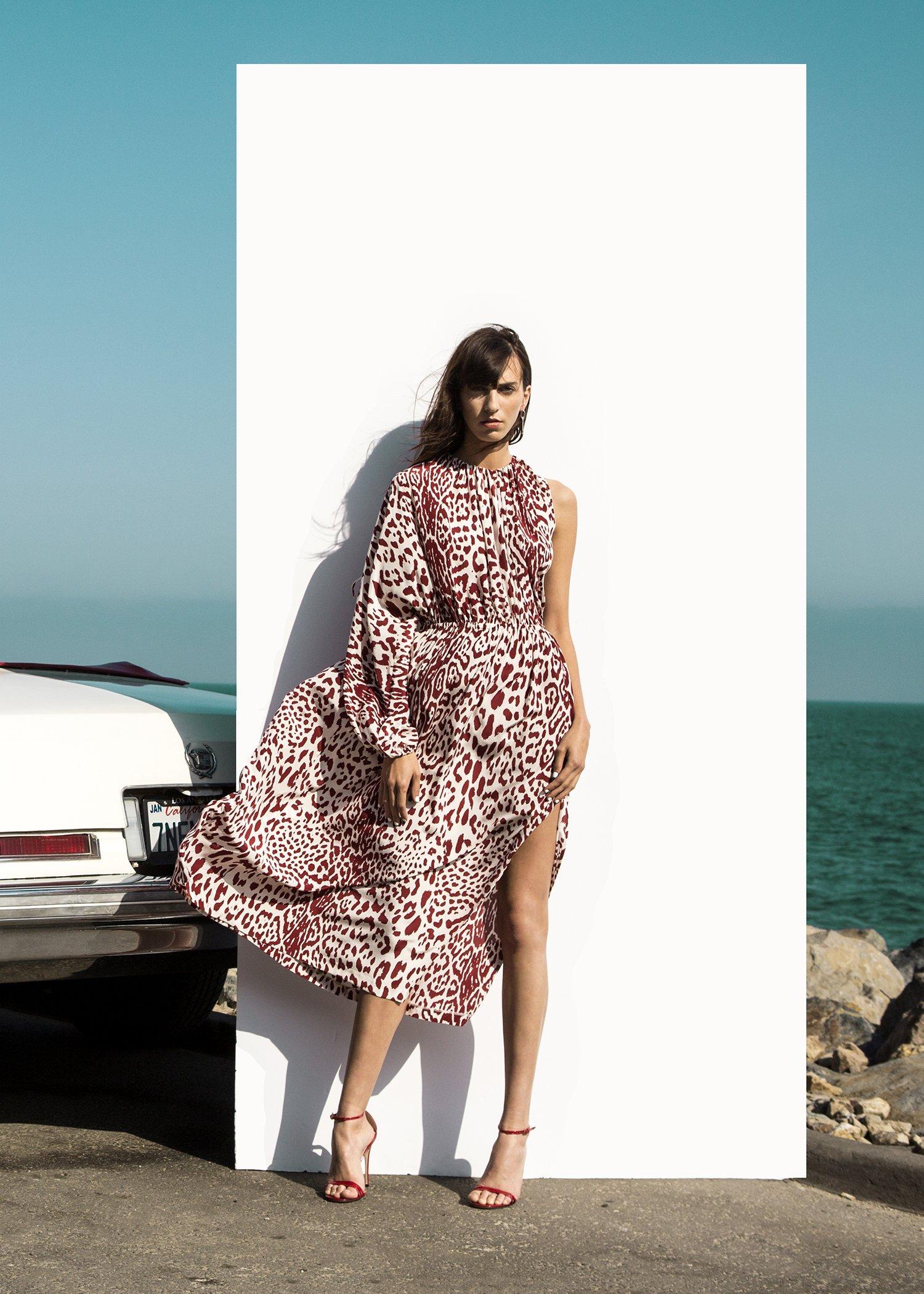 Платье с разрезом леопардовое