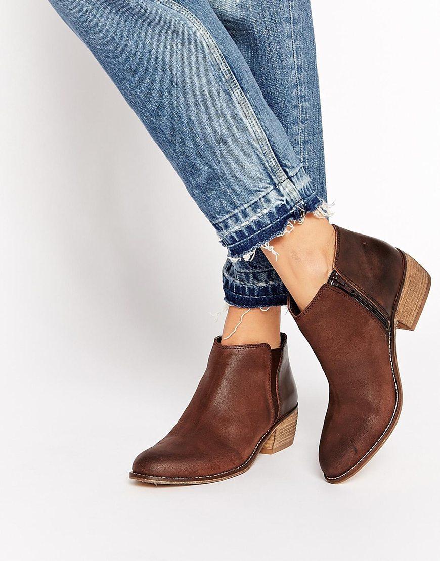 Коричневые ботинки на маленьком каблуке