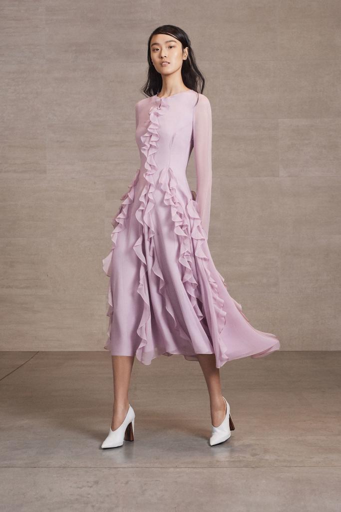 midi-volan-683x1024 Платье из шифона для женщины 50 лет, особенности и трендовые модели