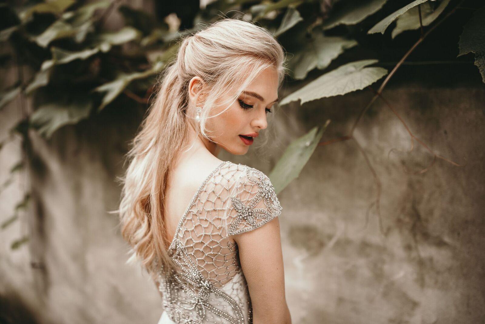 Свадебная прическа 2018 модная