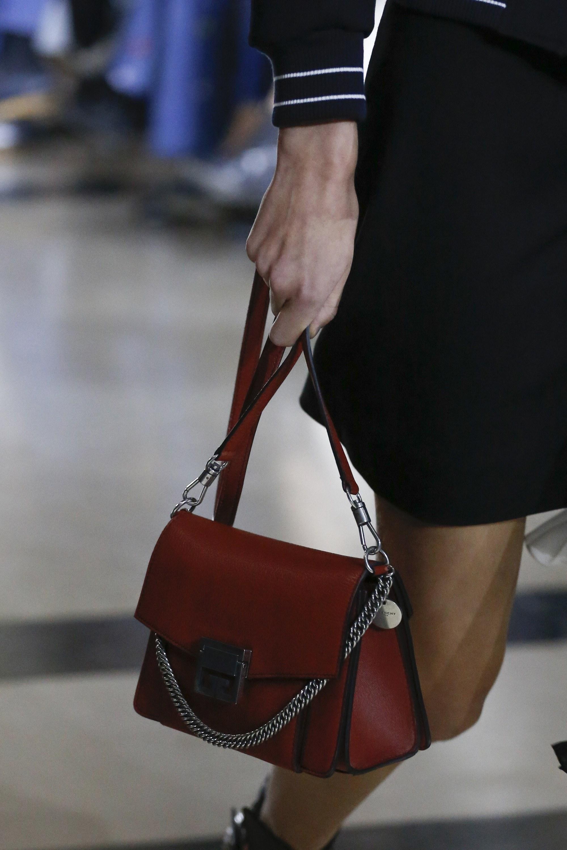 Бордовая сумка небольшая