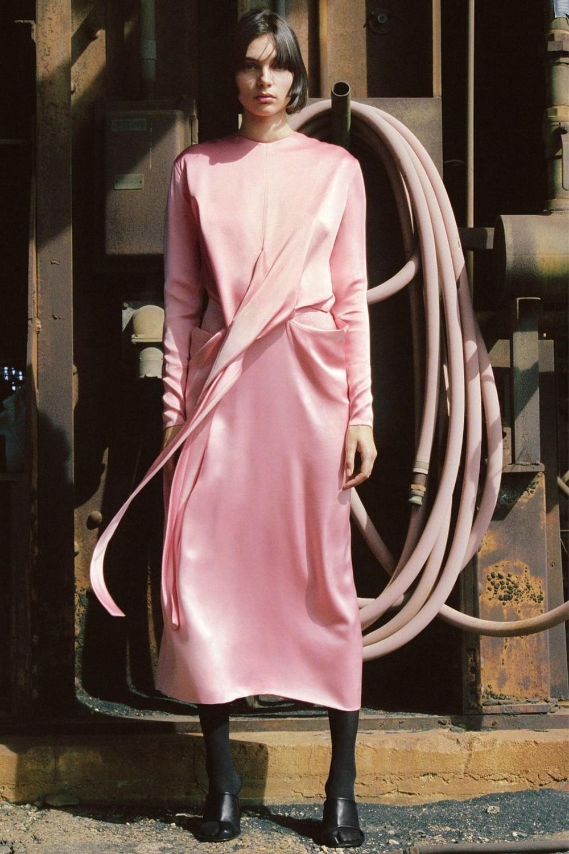 Шелковое платье однотонное