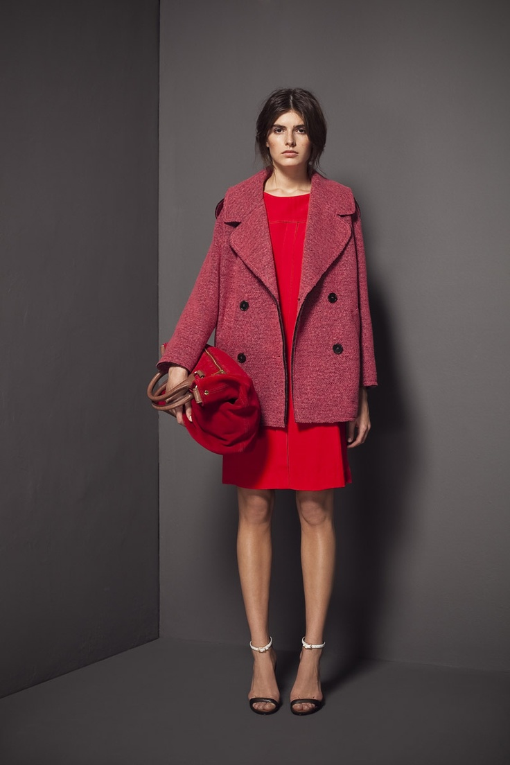 Бордовая сумка с пальто