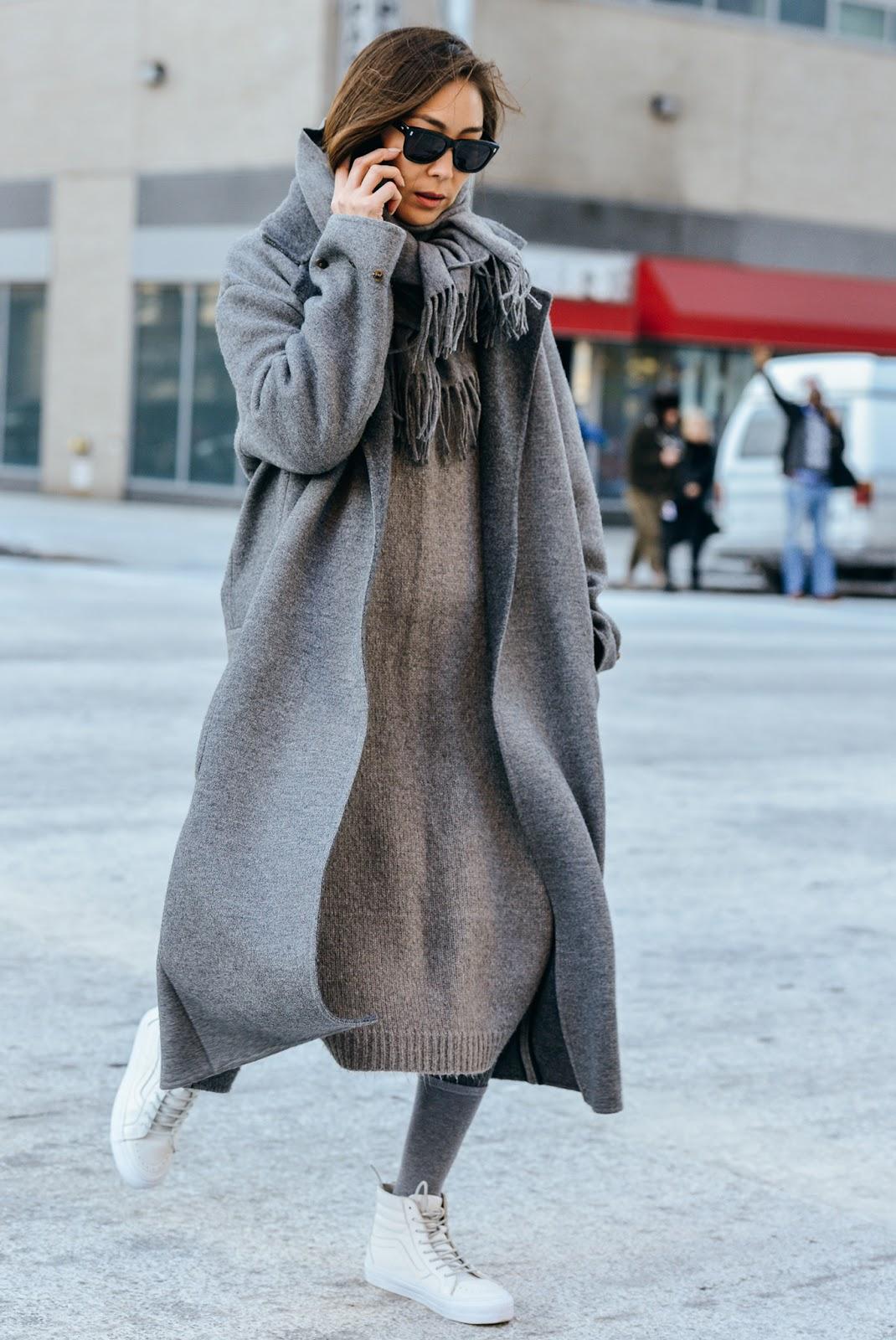 Платье вязаное с пальто