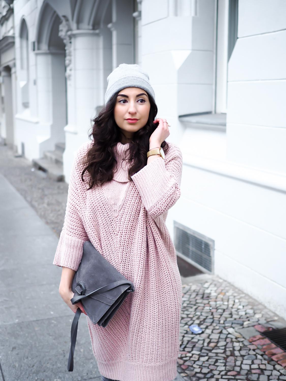 Платье вязаное в пастельных тонах