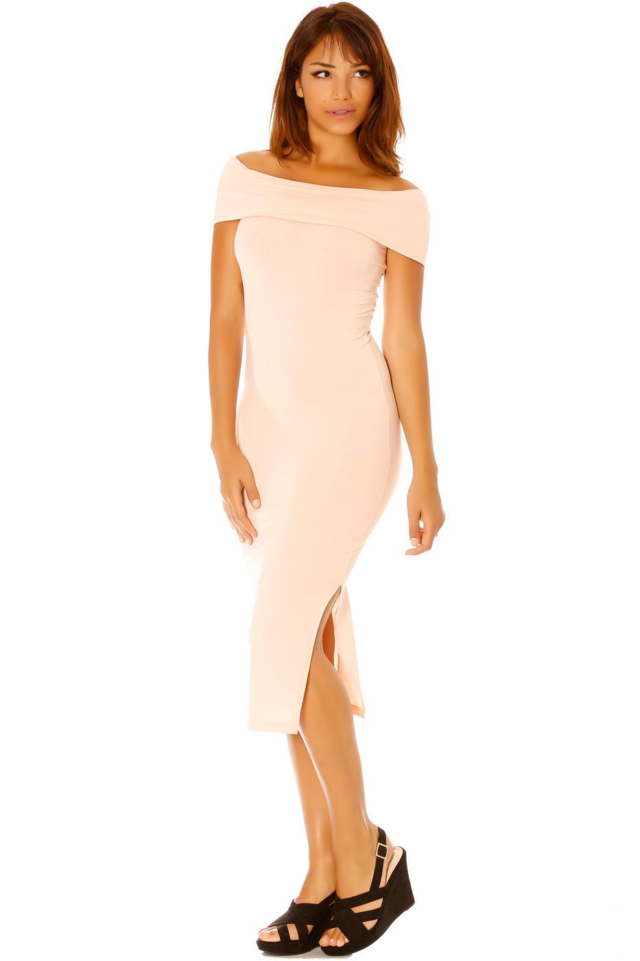 Платье с разрезом в пастельных тонах