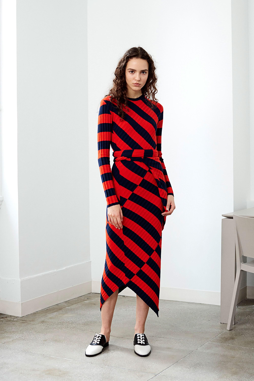Платье футляр в полоску