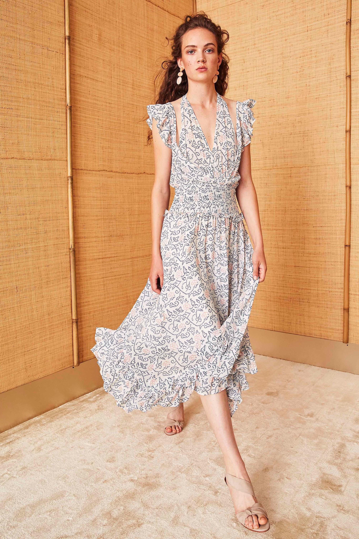 Платье с разрезом и принтом