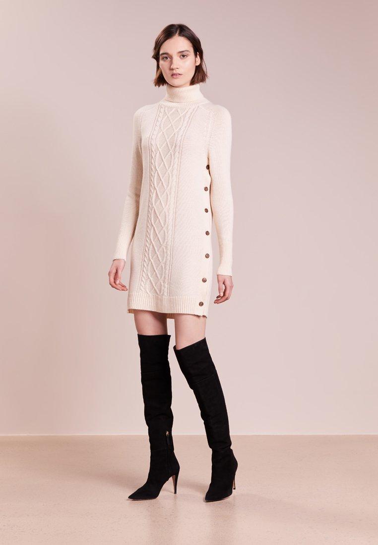 Платье вязаное с пуговицами