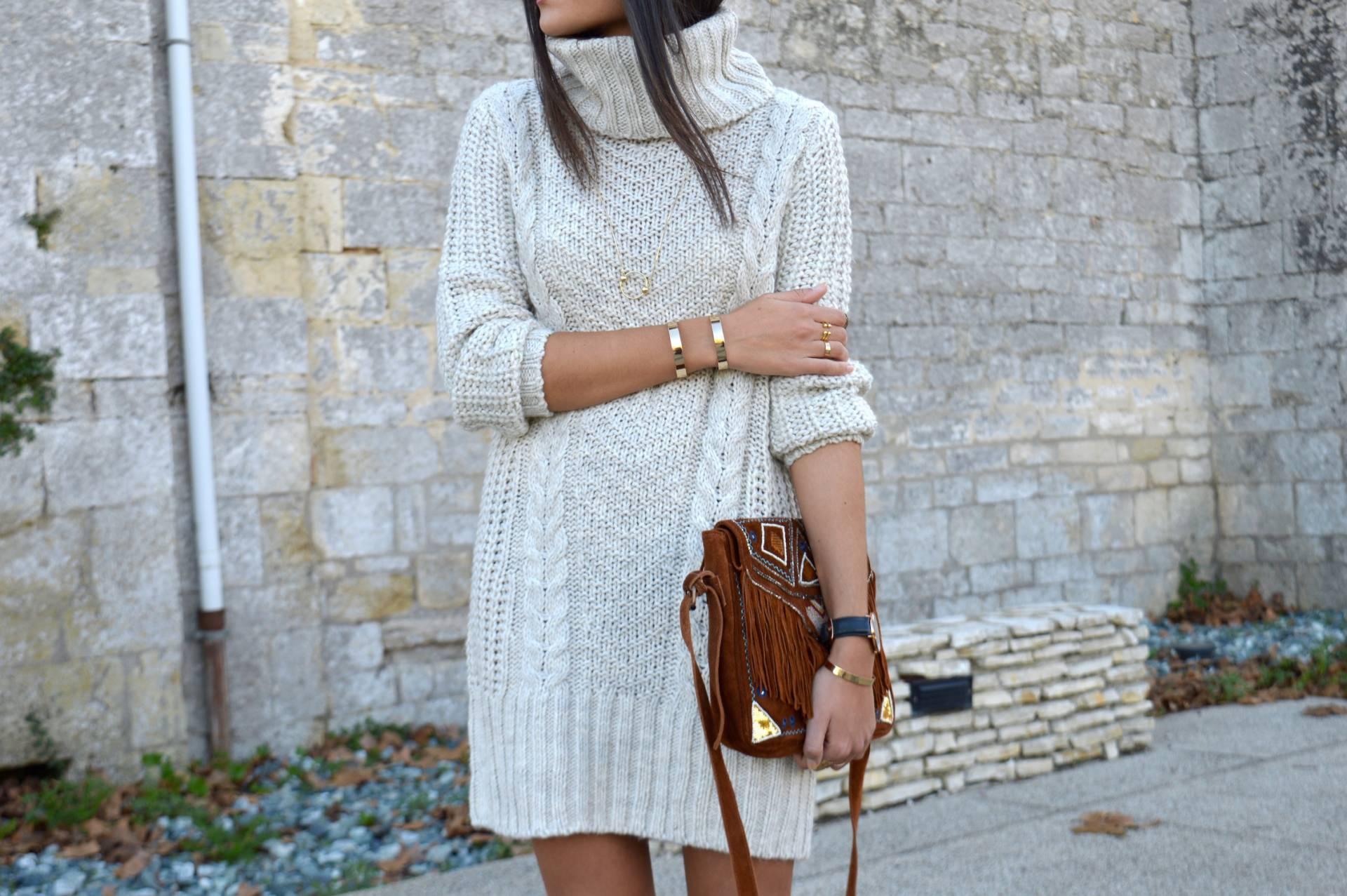 Платье пуловер вязаное