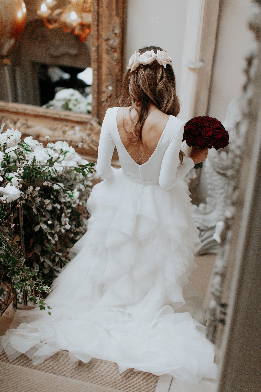 Свадебная прическа 2018 с розами