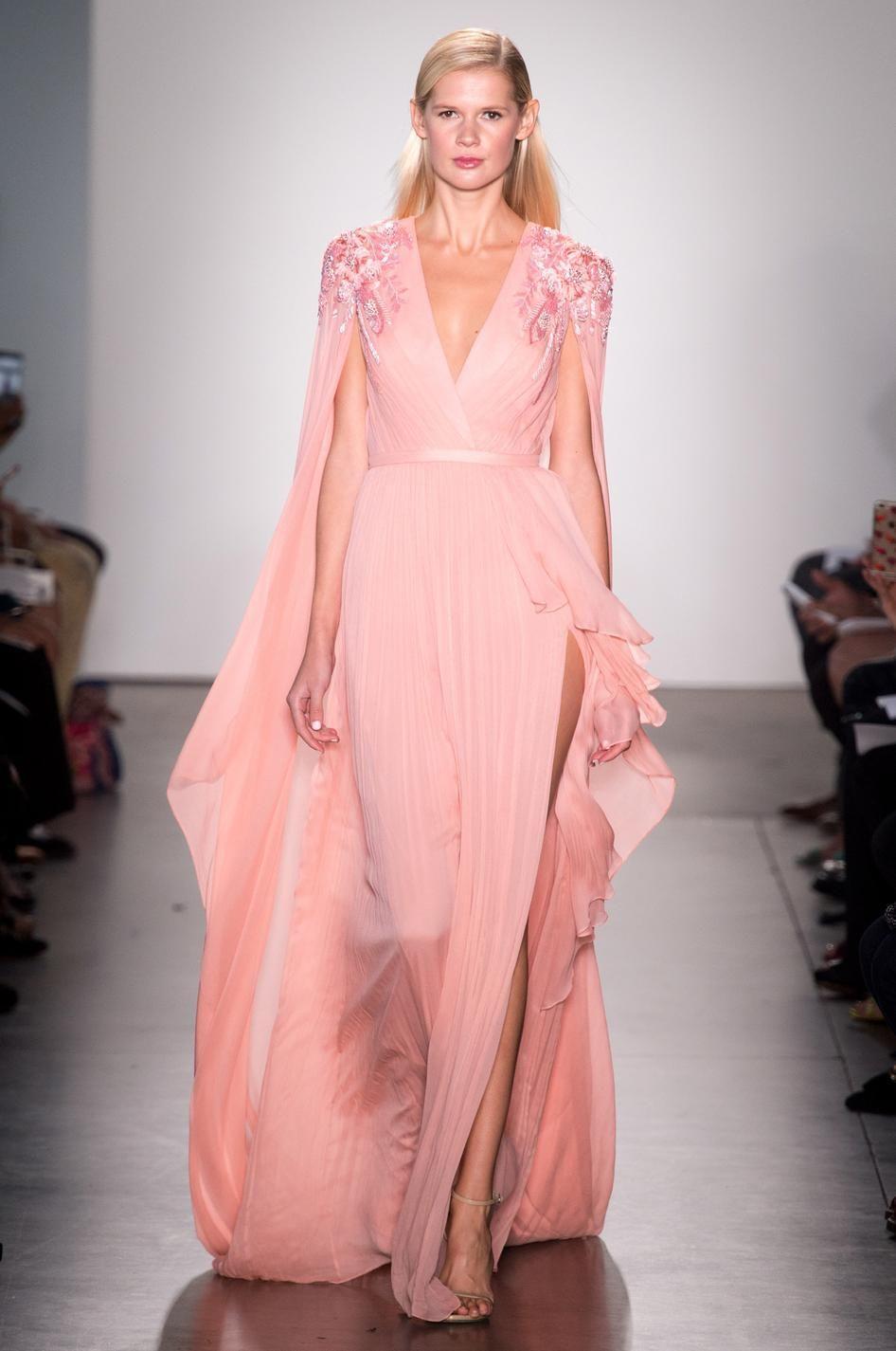 Платье с разрезом розовое
