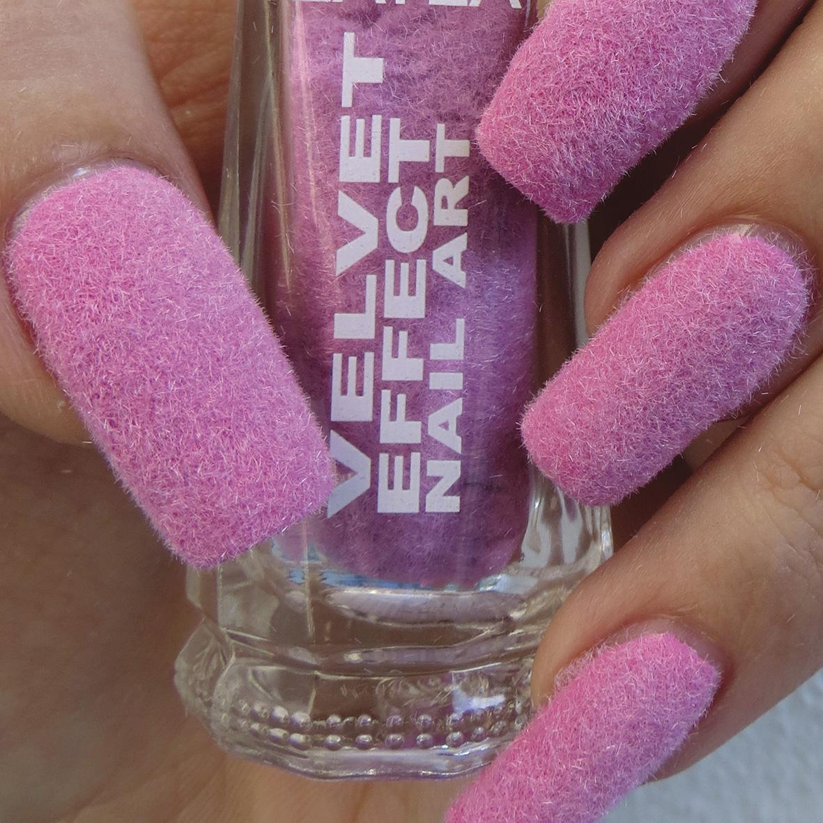 Бархатный маникюр розовый на длинные ногти