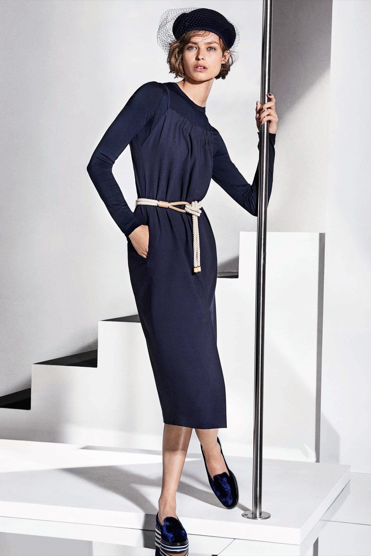 Платье футляр с рукавом простое