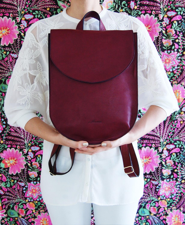 Бордовая сумка рюкзак