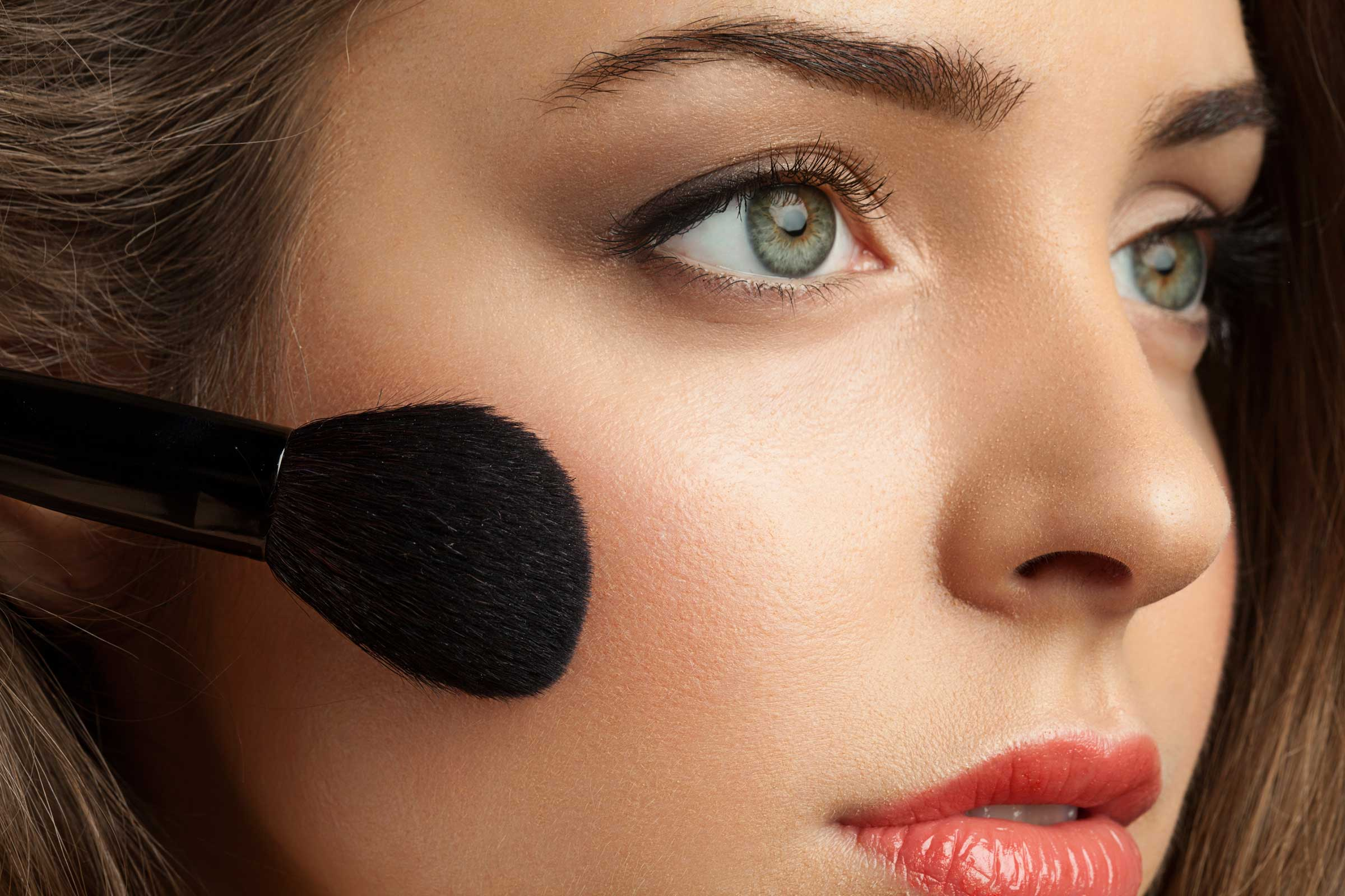 Нюдовый макияж румяна