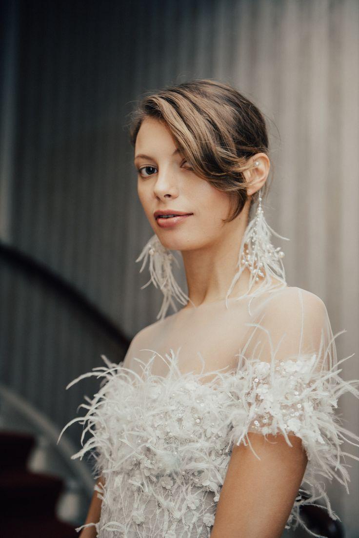 Свадебная прическа 2018 с челкой на бок