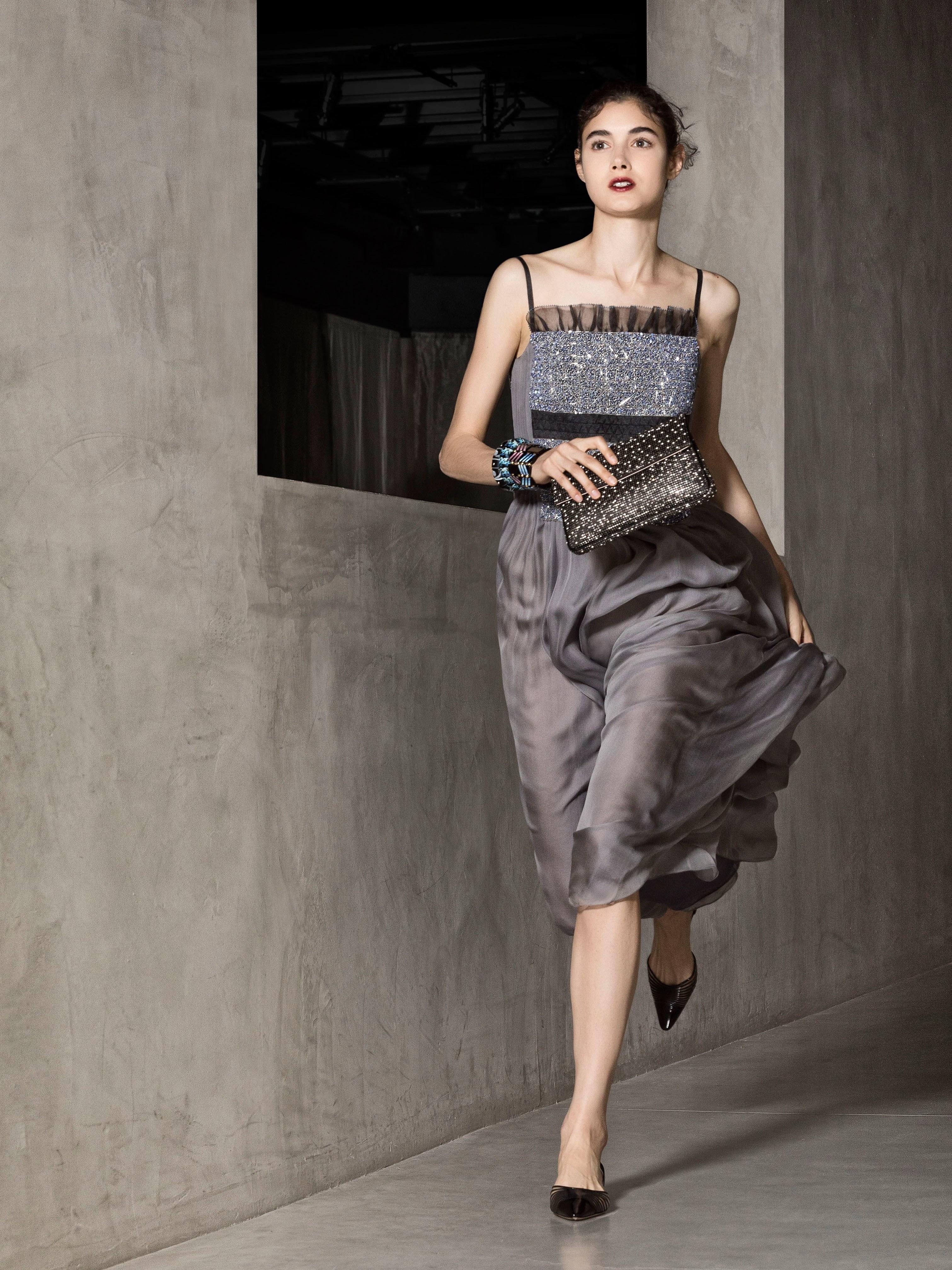 Шелковое платье серое