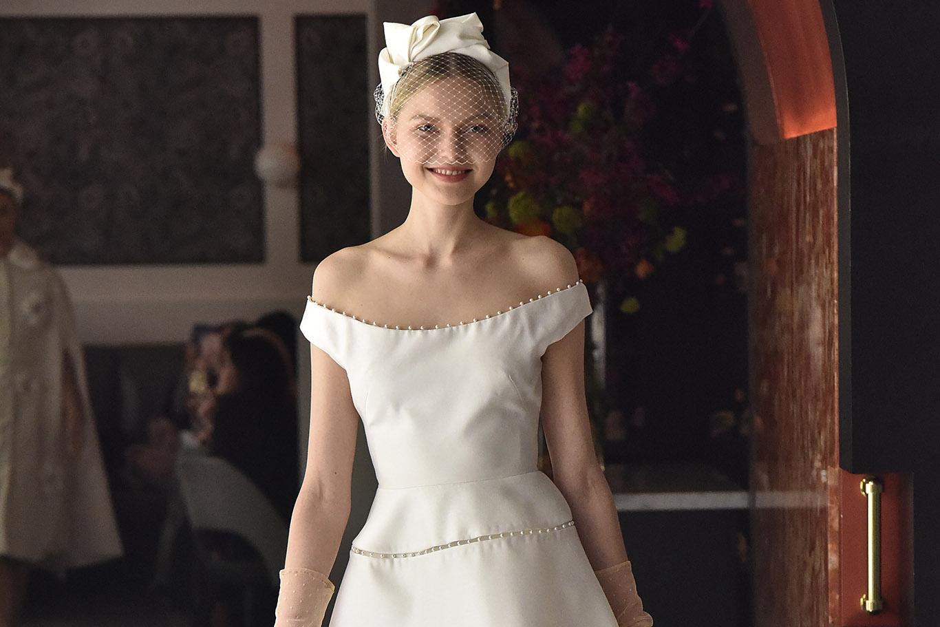 Свадебная прическа 2018 со шляпкой