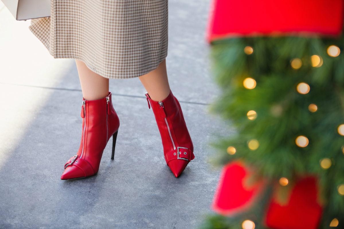 Красные ботинки на шпильке