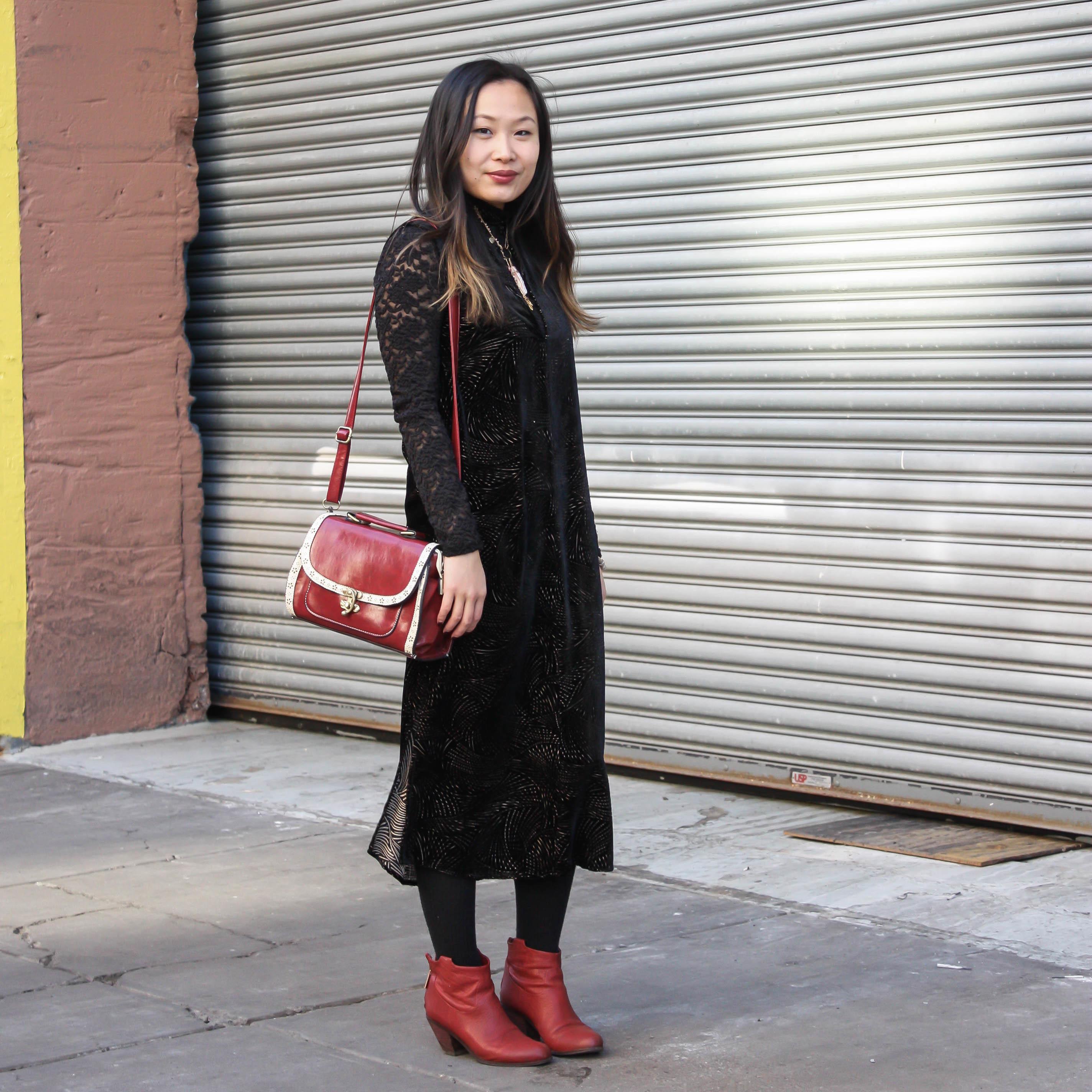 Красные ботинки со скошенным каблуком