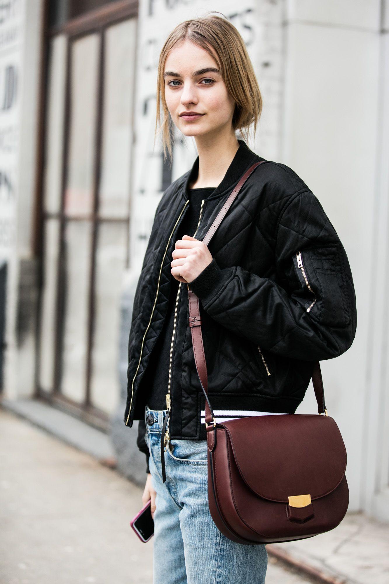 Бордовая сумка со скругленными углами