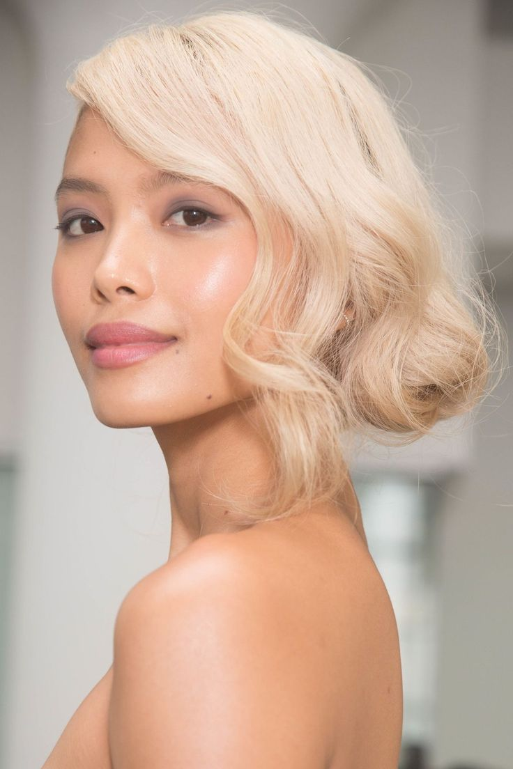 Свадебная прическа 2018 на средние волосы