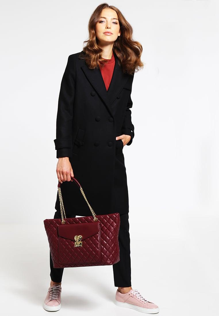 Бордовая сумка со стежкой