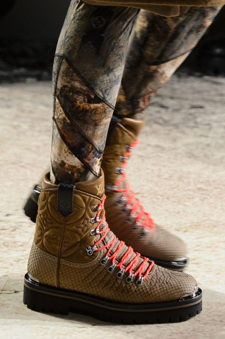 Коричневые ботинки со стежкой