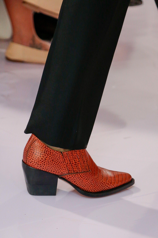 Коричневые ботинки стильные