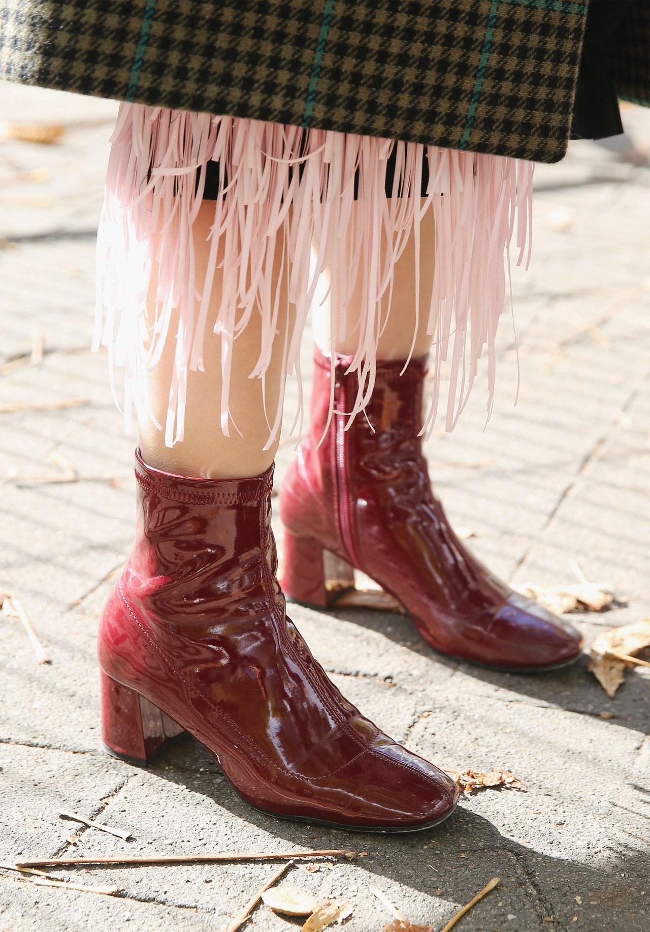 Красные ботинки стильные