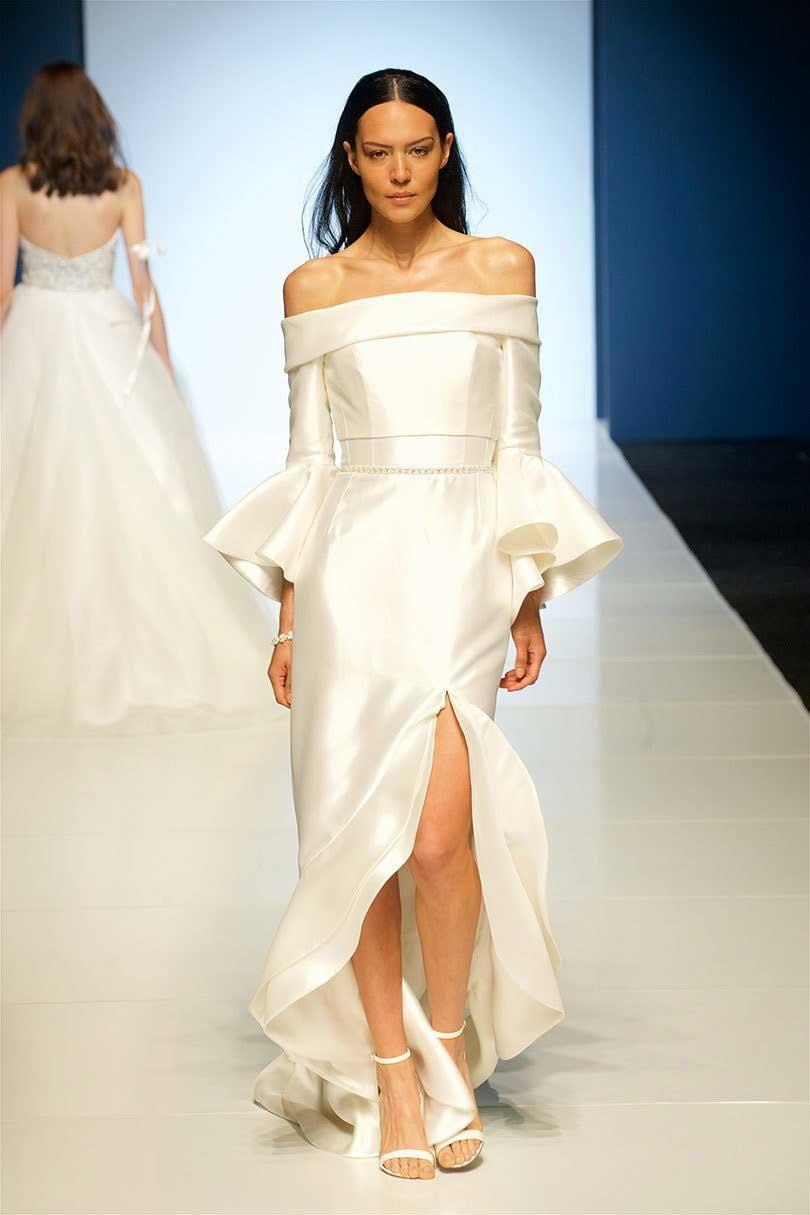 Свадебное платье с разрезом атласное
