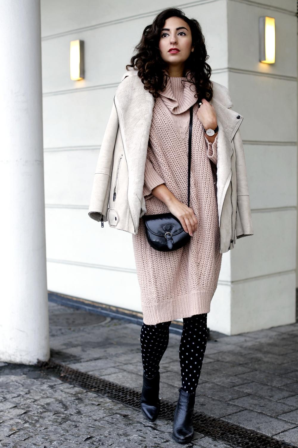 Платье вязаное светлое