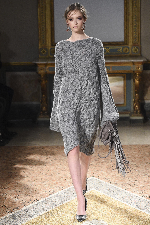 Платье вязаное свободное