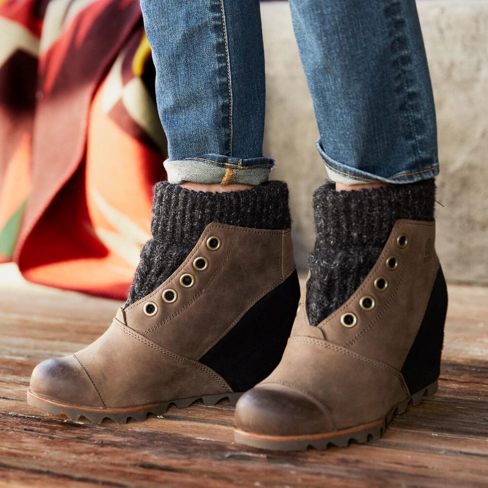 Коричневые ботинки на танкетке