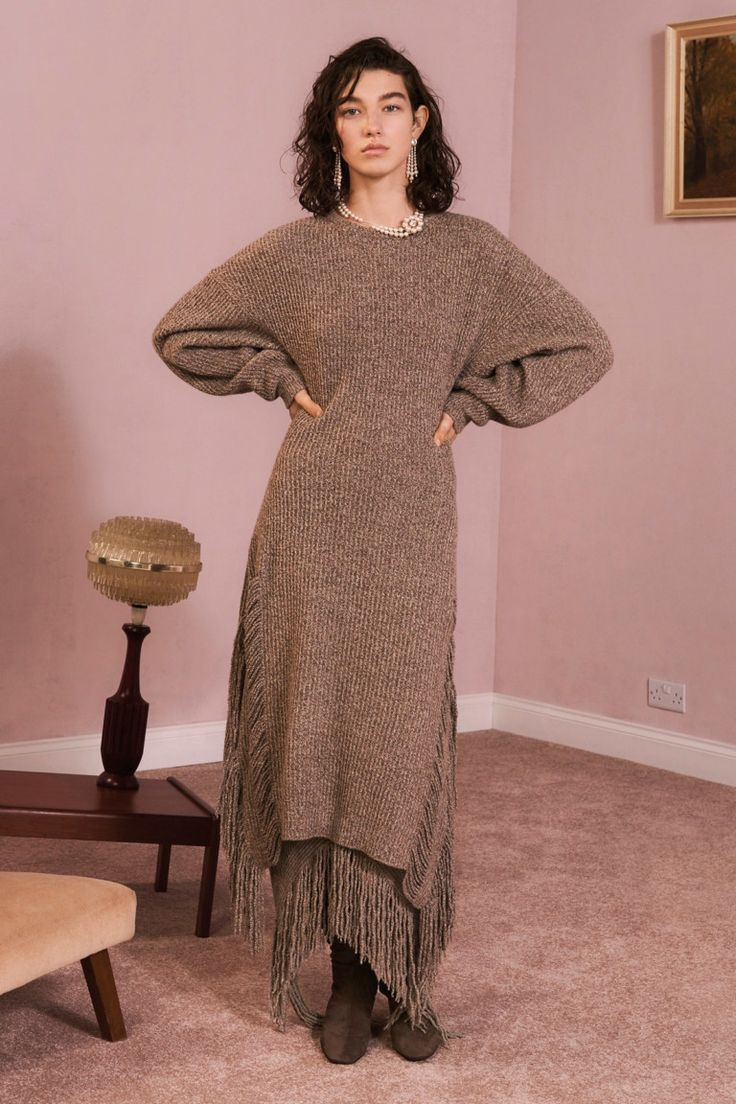Платье вязаное темно бежевое