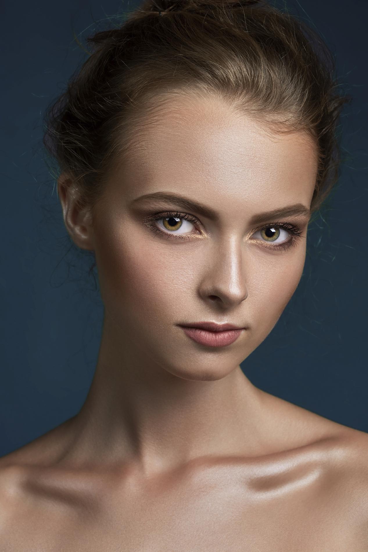 Нюдовый макияж тенями