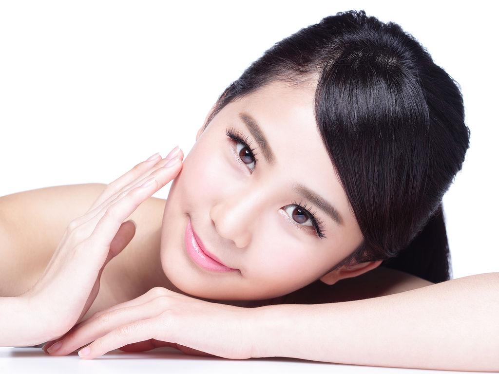 Корейский макияж с тональной основой