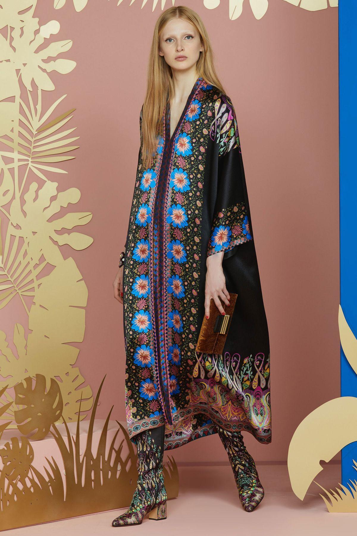 Шелковое платье с узором