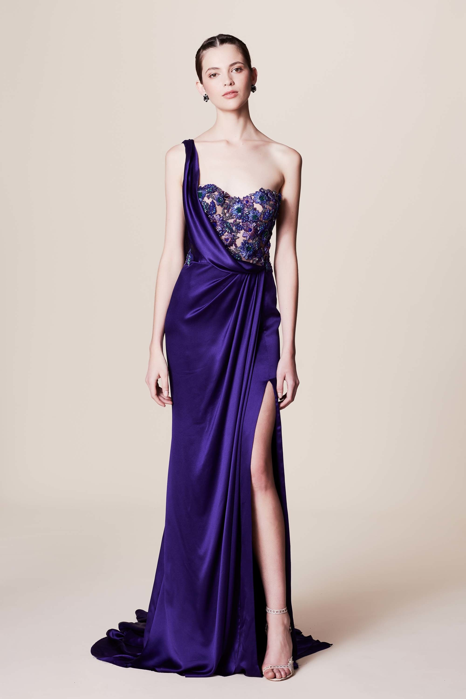 Платье с разрезом атласное
