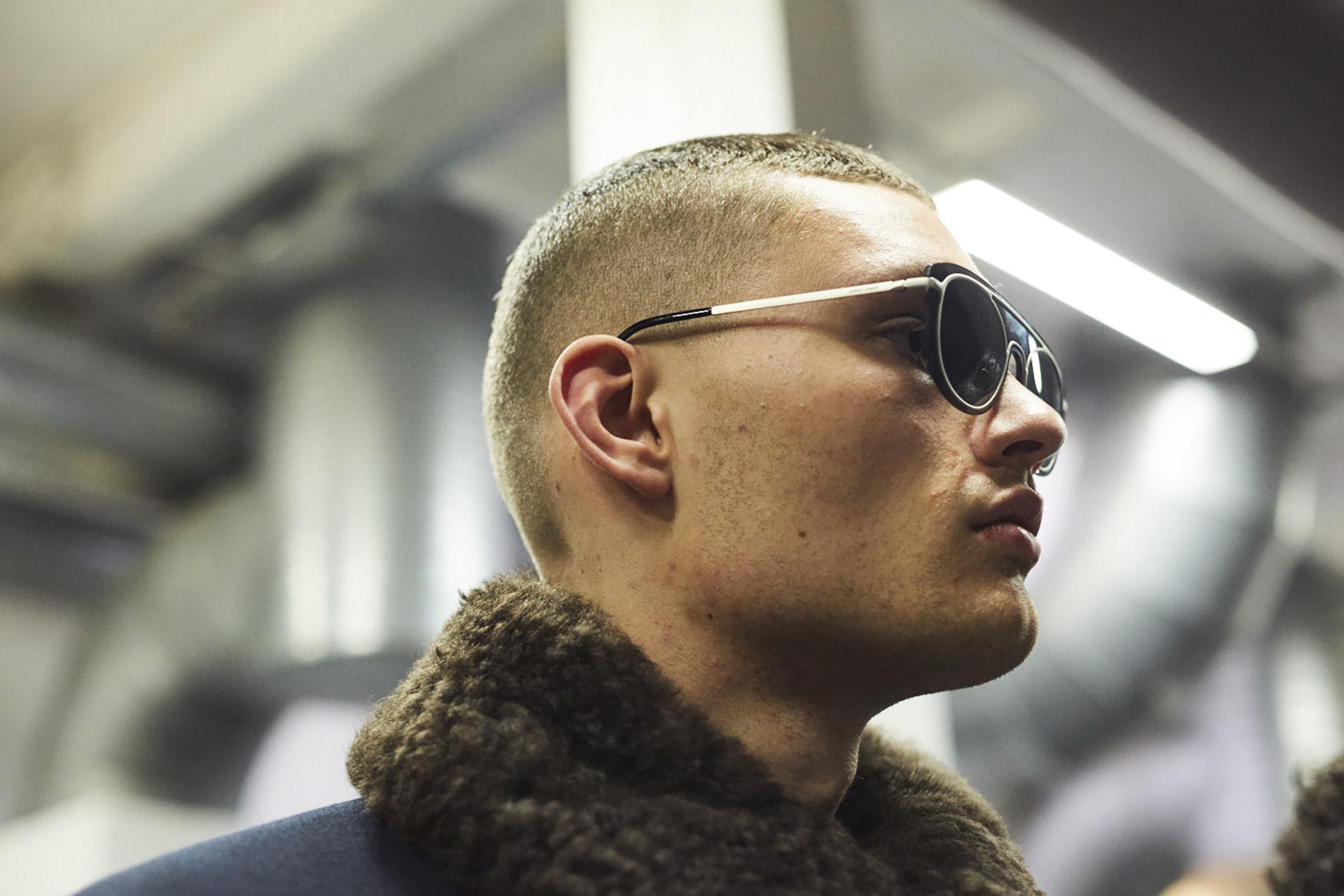Мужская стрижка 2018 короткая с выбритыми висками и затылком