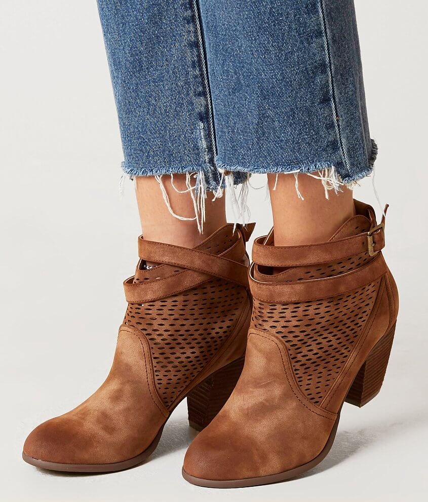 Коричневые ботинки на застежке