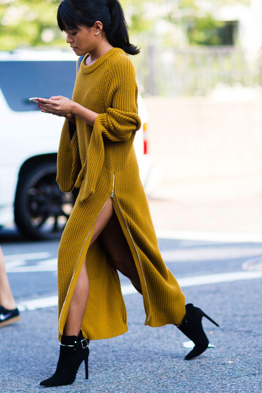 Платье вязаное желтое длинное