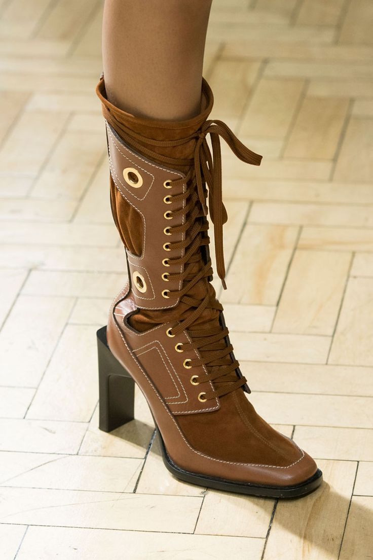 Коричневые ботинки женские