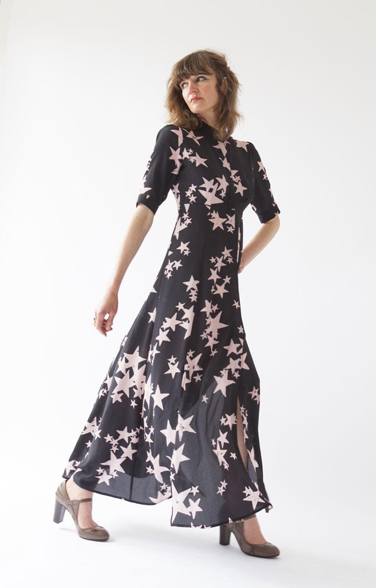 Шелковое платье со звездами