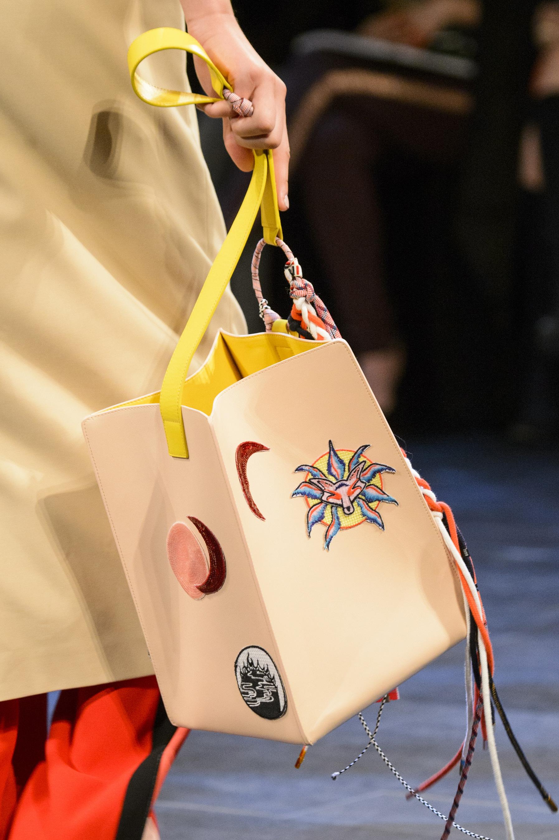 Кожаная сумка женская с аппликацией