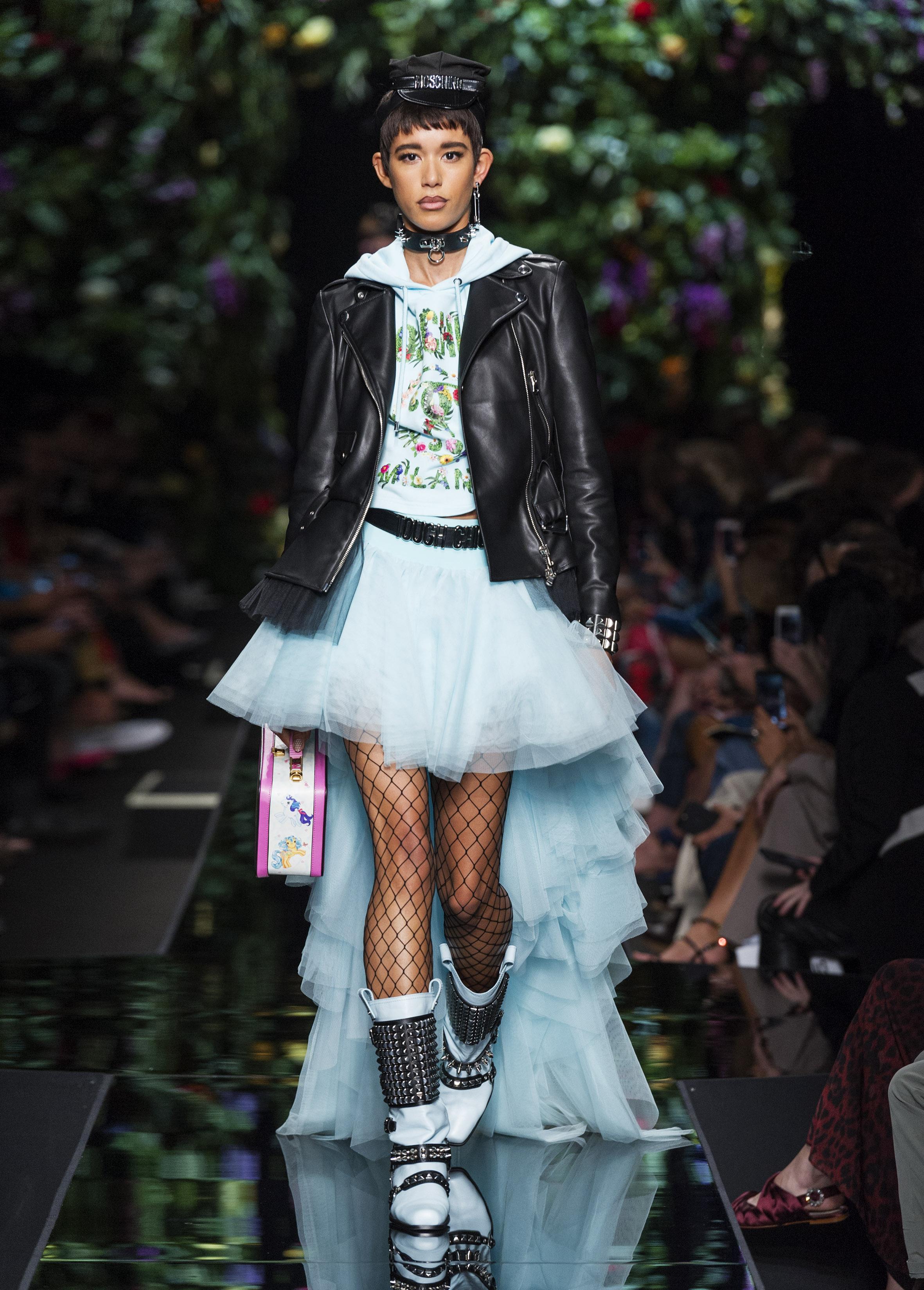 Moschino весна лето 2018 асимметричное платье